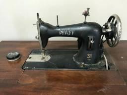 Máquina de costura pfaff antiga com mesa original