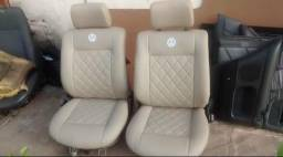 Tapeçaria automotiva e capas de volante