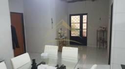 Casa com 2 quartos - Bairro Petrópolis em Várzea Grande