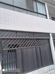 Sobrado centro de São Vicente 03 dormitórios Ac. troca por apartamento na Praia