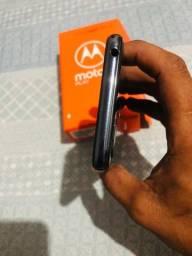 Vendo celular moto e6 play seme novo