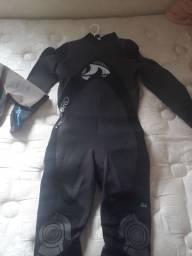 Vende-se roupa de mergulho