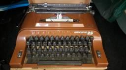 Colecionadores maquinas de escrever e camera fotografica antigas