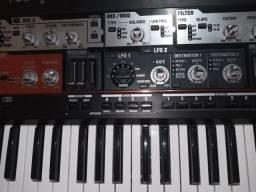 Sintetizador analógico Roland Sh201