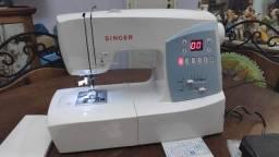 Máquina de Costura Singer Cosmo 7426
