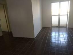 Aconchegante apartamento 2 quartos mais dependência completa.
