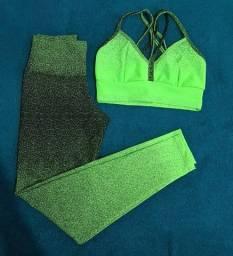 Conjunto de roupa de academia