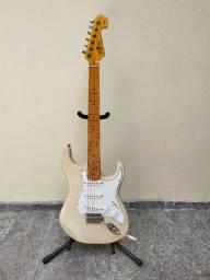 Guitarra strato Tagima Woodstock 530 com ponte Fender regulada