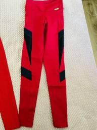 Calças vermelha e bordo