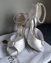 Título do anúncio: Sandália de Noiva Dona Rosa Número 37