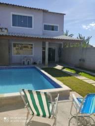 Casa com piscina e churasqueira