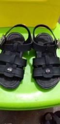 Vendo sapato infantil e sandalia novos. Número 22