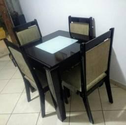Mesa Extensiva 4 cadeiras
