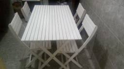 Vende-se essa mesa e 4 cadeiras
