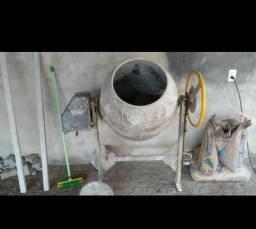 Vendo betoneira 150 litro