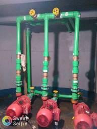Encanador profissional trabalho com gás pex gás cobre e hidráulica em geral