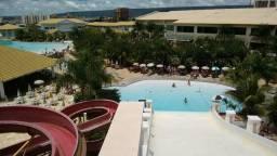 Casa estilo flat com uma suite com ar condicionado e parque aquatico 11 piscinas