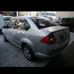 Vendo um Ford Fiesta Sedan