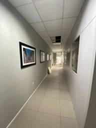 Sala com 1000 mts² com divisórias, iluminação e ar condicionado na SC 401