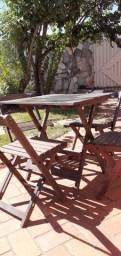Mesa quatro cadeiras dobráveis