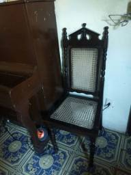 Cadeiras em Imbuia
