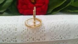 Brinco Argolinha Fino Cravejado em Zirconias 1mm Folheado a Ouro 18K Semijoia