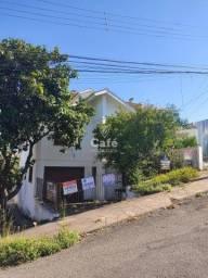 Título do anúncio: Casa reformada com 4 dormitórios, garagem para 2 veículos, peças amplas, porão, pátio e em