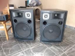 Caixas acústicas 550 waths, mesa de som 4 canais, potência oneil Op 2000