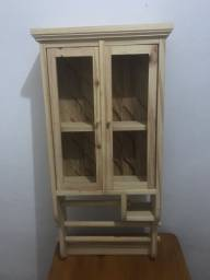 Armário em madeira