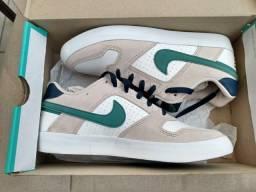 Tênis Nike, N° 39 NUNCA  USADO. R$ 170,00