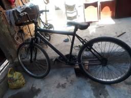Vendo bicicleta quadro reto macia e em bom estado peças ok
