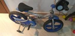 Bicicleta infantil menino/ defeito no pedal