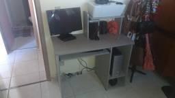 Mesa de computador em ótimo estado