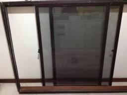 Duas janela 2 folhas, de correr, alumínio, vidro fumê, 148 x 110 cm