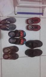 Lote de sapato e uma sandália do McQueen