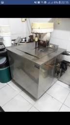 Vendo excelente máquina para fabricação de picolés e sorvetes