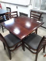 Mesa c/04 cadeiras em madeira (semi nova)