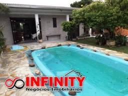 Casa com ótima localização e com piscina - Imbe