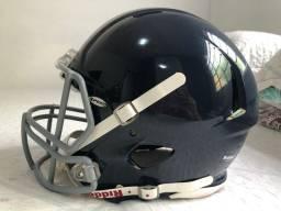 Capacete Riddell e armação de proteção para futebol americano
