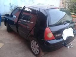 Clio com carretinha nova 2004/5