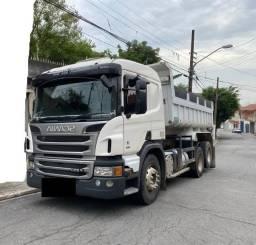 Caminhão Scania P-250 6X4 Ano 2013/14