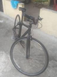 Bicicleta de alumínio boa pra quem gosta de da uma pedalada ..