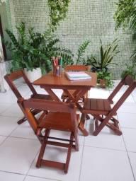 Mesa dobrável com 4 cadeiras para crianças