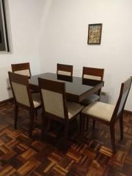 Mesa de jantar 6 lugares com cadeiras estofadas