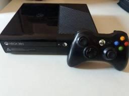 Xbox original sem destrava, acompanha fonte cabo HDMI um controle e um jogo original