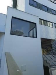 Apartamento no Bairro de Campo Grande - 2 qts novo - andar alto nascente.