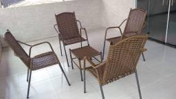 Cadeiras c/ mesa de centro
