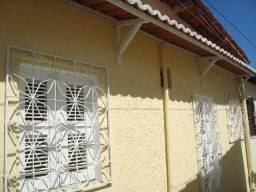 Aluga casa 2 quartos em Messejana