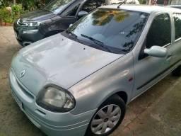 Clio sedan RN com ar condicionado