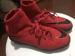 Chuteira Nike tamanho 36. Usada uma vez